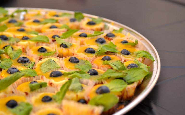 Mango Moscato Cheesecake Bites